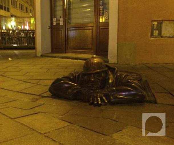 Nasmešeni Čumil u Bratislavi