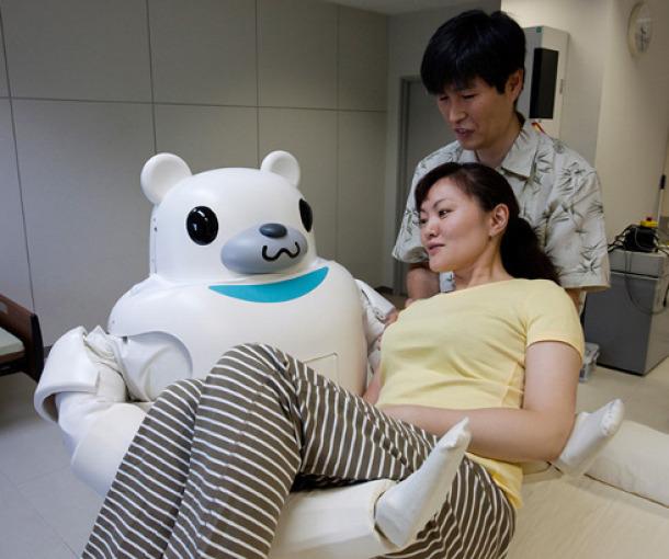Bolnica u kojoj su sestre i spremačice zamenili roboti (video)