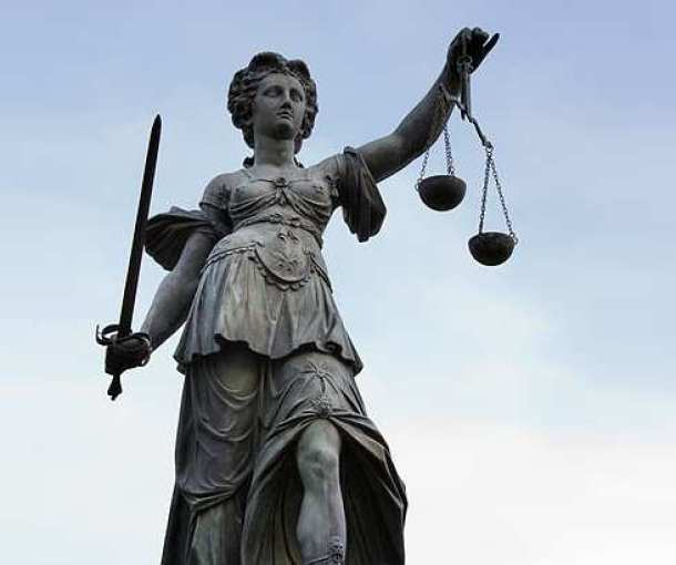 Rešenje Ustavnog suda Srbije kojim se suspenduje odredba o prinudnoj penziji za žene