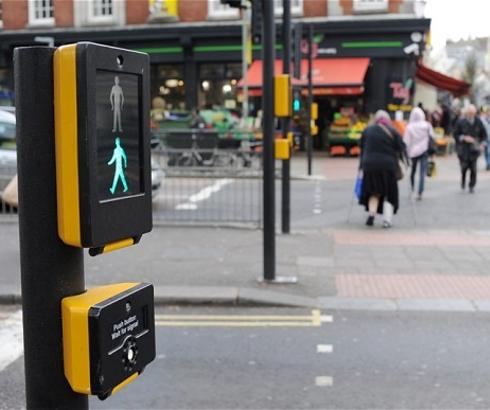 Semafor sa senzorima za starije i sporije pešake – Puffin crossing