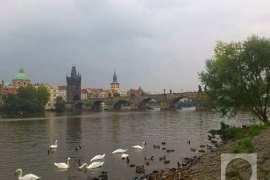 Karlov most na Vltavi u Pragu