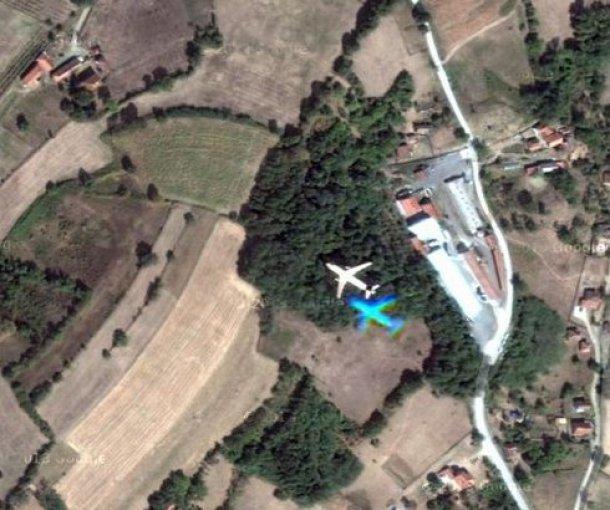 Raritet na Gugl mapama: Avion preleće Srbiju