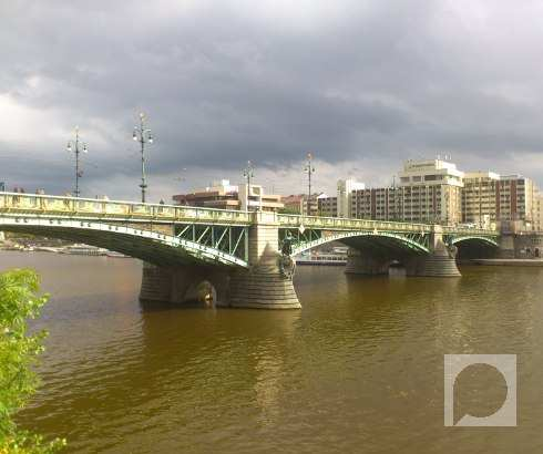 Praški mostovi na Vltavi