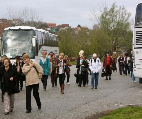 Mile (Novi Beograd): Penzionerska druženja i izleti