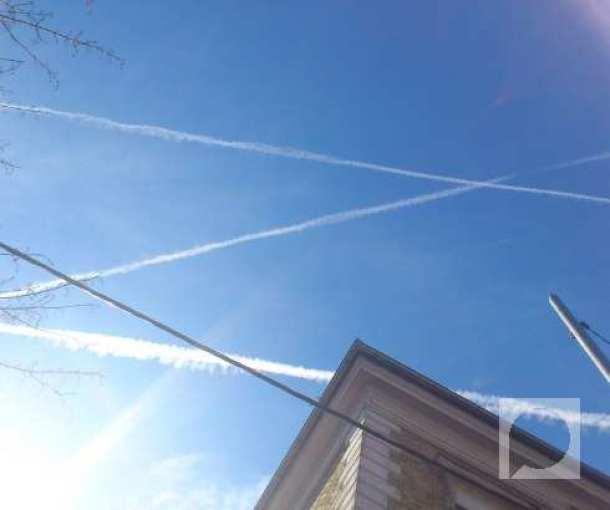 Beli tragovi aviona nad Srbijom
