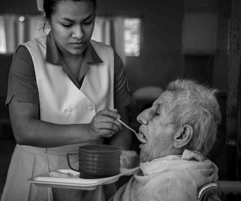 Crveni krst – Obuka osoba koje brinu o starijima u kućnim uslovima