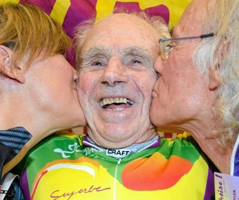 Mudri stogodišnji biciklista obara rekorde