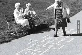 Predstava 'Izvinite, koliko imate godina?' – 50% popusta povodom Dana starih