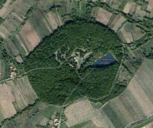 Kusadačko jezero kod manastira Pinosava