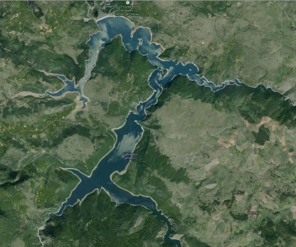 Sjeničko ili Uvačko jezero u kanjonu reke Uvac