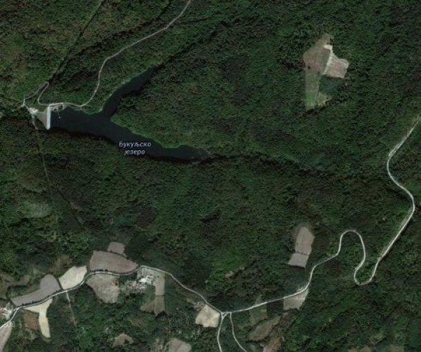 Bukuljsko jezero ili Crvena bara, manje je po veličini i manje po
