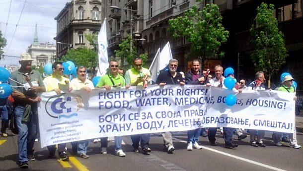 U Srbiji, svakom trećem radniku kradu penziju