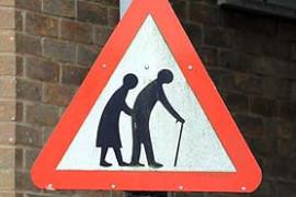 """Saobraćajni znak upozorenja na stare osobe – Svojevrsni """"pleonazam""""?"""