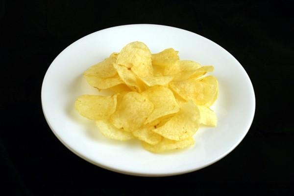 čips - 37 grama = 200 kalorija
