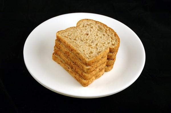 hleb (sa lanom) - 90 grama = 200 kalorija