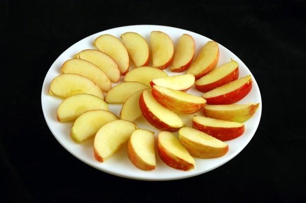 jabuke - 385 grama = 200 kalorija