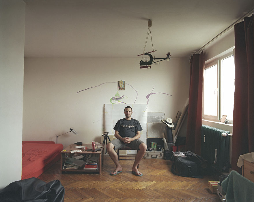 10-identical-apartments-10-different-lives-documented-by-romanian-artist__880