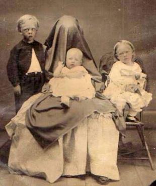 Sakrivena majka fotografija dece XIX vek 4