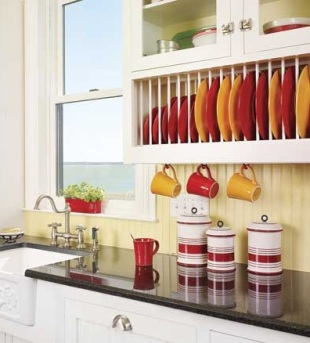 sudovi polica crveno žuto kuhinja solje 2