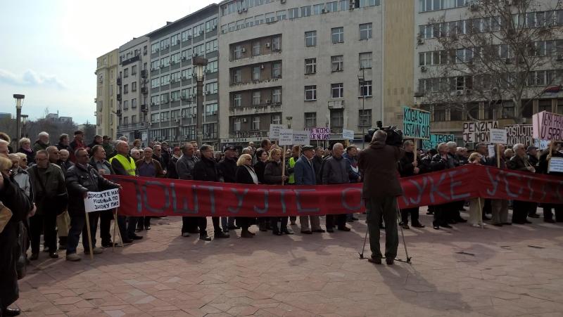 protest penzionera 15-3-2016 okupljeni