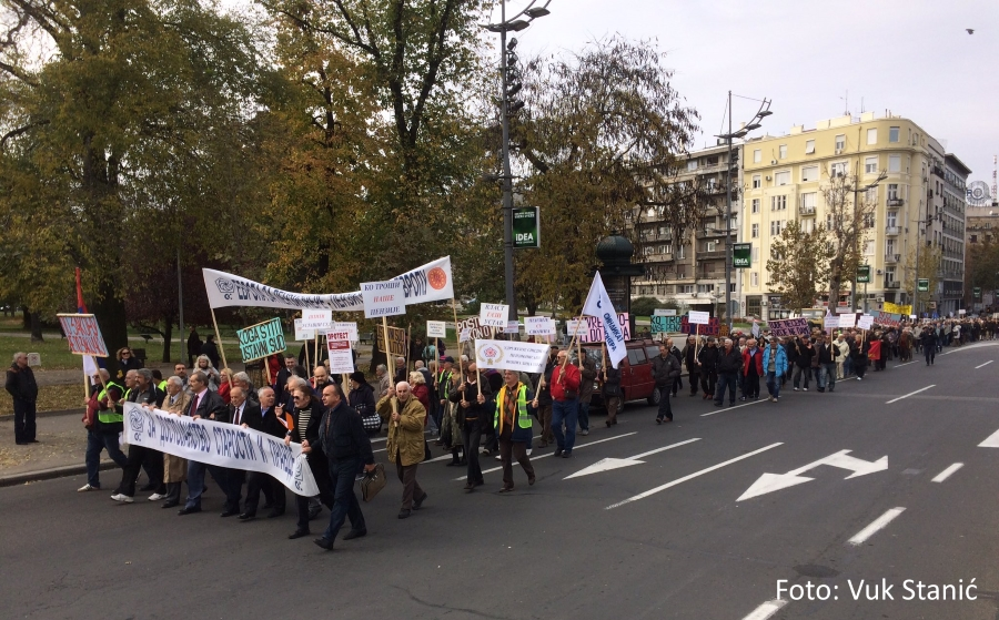 "Kolona protesta - mediji su javili da je bilo ""od 100-200 ljudi""..."