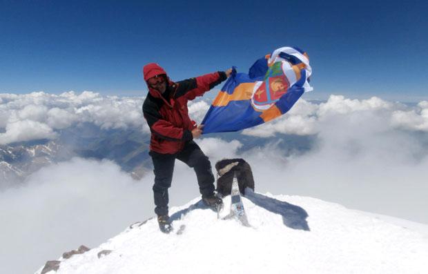 U slavu života – Uspon na vrh Elbrus srpskog penzionera