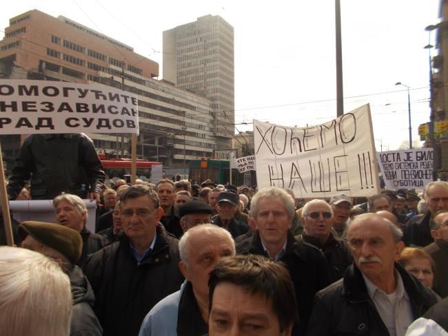 Potpukovnik VJ u penziji: Država pljačka vojne penzionere