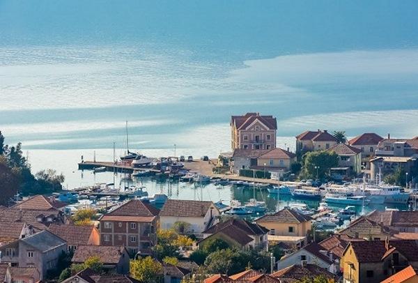 Vesna (Odžaci): Tivat, grad koji vas menja