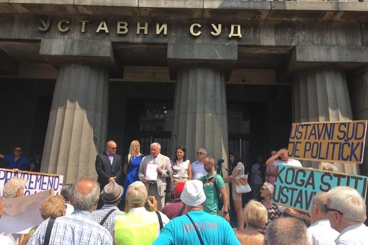 Akt poslanika Narodne skupštine Srbije o pokretanju postupka za ocenu ustavnosti Zakona o smanjenju penzija