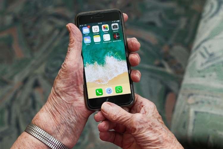Način kucanja na telefonu otkriva vaše godine – evo zašto je to bitno