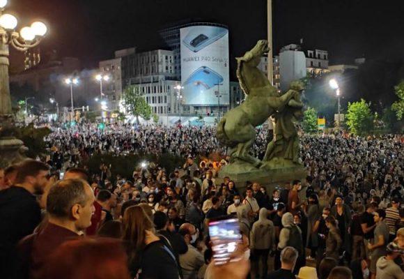 Kako vlast preuzima spontani narodni protest?