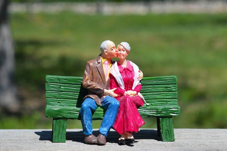 Papa Franja ustanovio praznik baka i deka